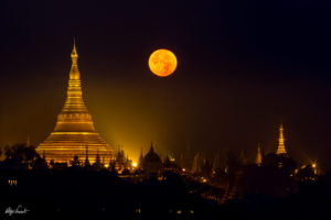 Shwedagon pagoda with the full moon